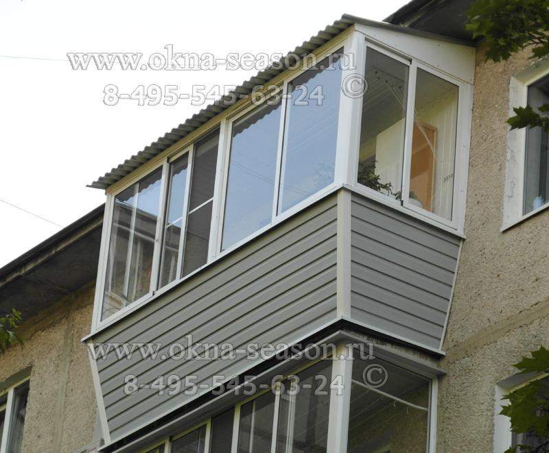 остекление балконов с выносом и крышей