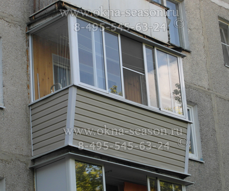 остекление балкона с выносом и крышей.