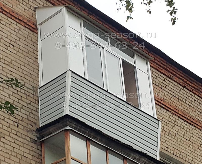 Остекление балкона с выносом высоких рам.