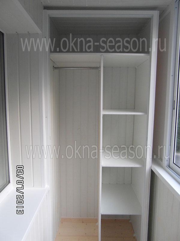 Распашной белый шкаф на балкон.
